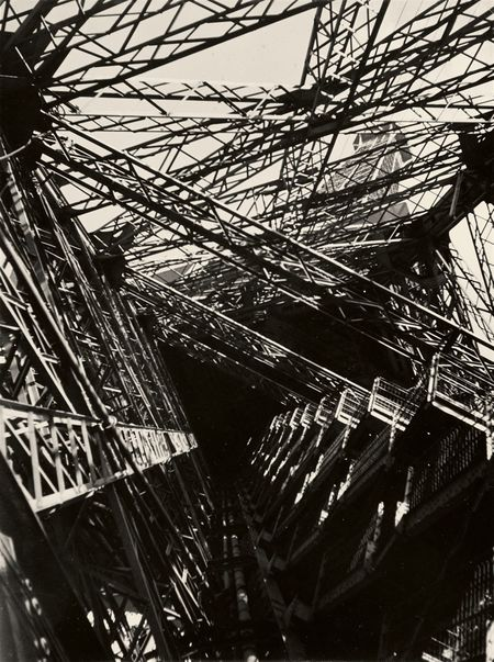 Germaine Krull, La Tour Eiffel, 1928