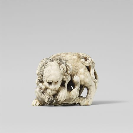 Gyokuyôsai, Very fine Edo school ivory netsuke of a shishi and cub, Mid-19th century