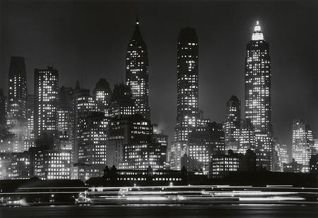 Andreas Feininger, Downtown Manhattan by night. New York, um 1941