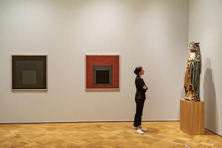 "in der Ausstellung ""Josef Albers. Interaction"""