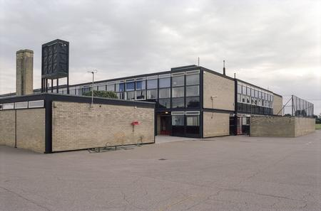 Alison und Peter Smithson, Secondary Modern School (heute: Smithson High School), Hunstanton, 1949-1954