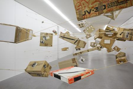 Thomas Hirschhorn, Flying Boxes, 1993