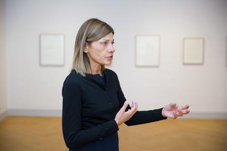 "Christiana Soulou in ihrer Ausstellung ""Hommage aux mères"""