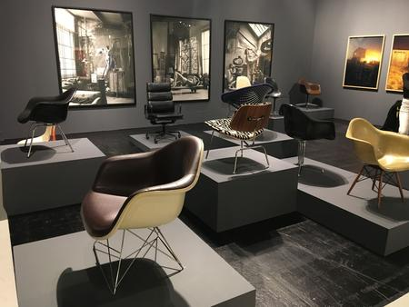 Stühle aus der Herman Miller Collection bei Kaune Contemporary